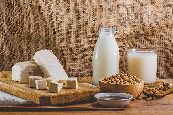 大豆和豆制品中含大豆异黄酮,有助降坏胆固醇、预防动脉硬化。(Shutterstock)