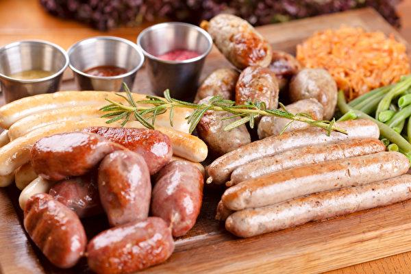 硝酸鹽、亞硝酸鹽等防腐劑到了胃部可能產生致癌物破壞胃黏膜,增加胃癌風險。(Shutterstock)