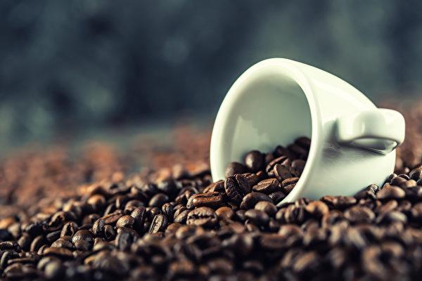 咖啡因摄取过量会带来心悸、血压升高、失眠、尿失禁等副作用。(Shutterstock)