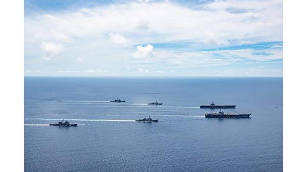 2020年7月6日,美國尼米茲號及列根號兩艘尼米茲級航母戰鬥群,在南海舉行聯合軍演。(Courtesy of U.S. Navy/MC3 Jason Tarleton)
