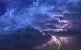 英國奇特閃電 在天空中畫出一顆心