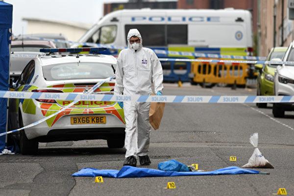 英国伯明翰持刀刺人案 1死7伤