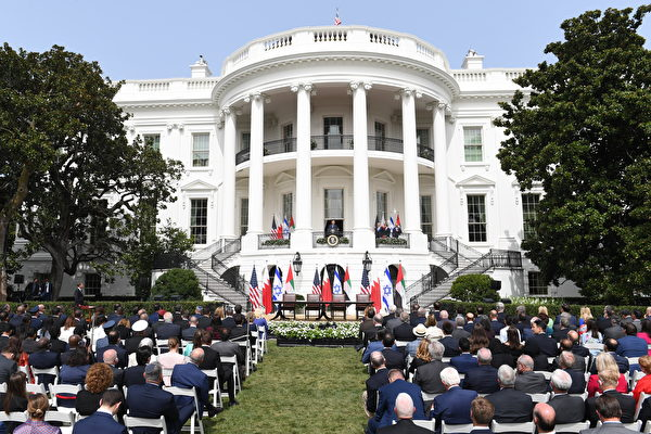 2020年9月15日,特朗普總統在白宮主持以色列和巴林及阿聯酋和平協議簽署儀式。(SAUL LOEB/AFP)