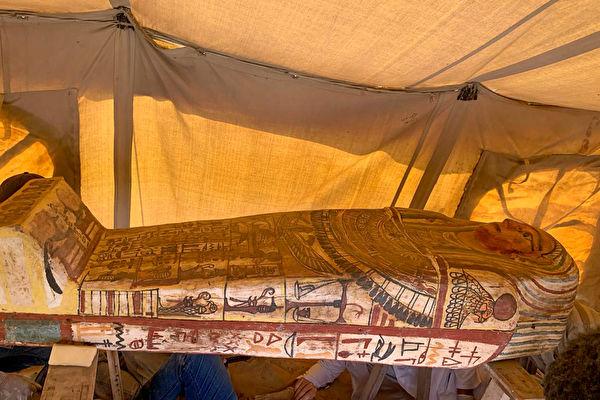 埃及出土27具石棺 歷經2500年仍色彩斑斕