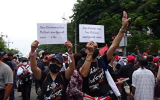 泰国学运近年最大规模示威 要求君主立宪、总理下台