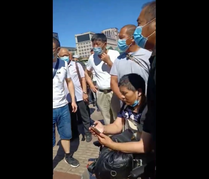 【影片】殘疾訪民北京站被截 民眾圍觀聲援