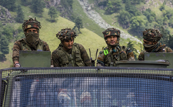 圖為中印邊境的印度士兵。(Yawar Nazir/Getty Images)