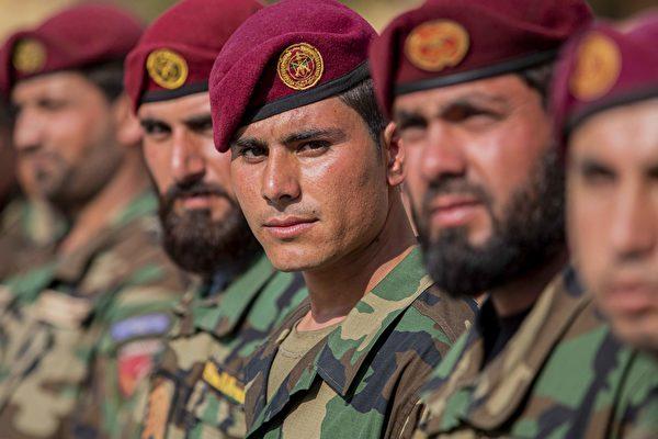 美軍仍在當地協助訓練阿富汗的國防安全部隊。圖為阿富汗國民軍成員。(U.S. Army Reserve photo by Spc. Jeffery J. Harris/Released)