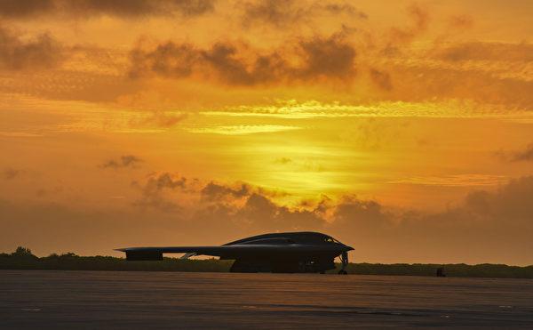 B-2是世界上最先進的隱形戰略轟炸機,具有可以穿透敵方防空系統的隱形能力。 (U.S. Air Force photo by Tech. Sgt. Heather Salazar)