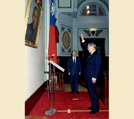 1988年1月13日晚上8時中華民國前總統李登輝宣誓繼任第七任總統。(總統府提供)