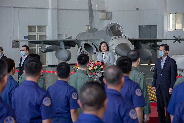 中華民國總統蔡英文9月22日上午前往澎湖慰勉「空軍天駒部隊」。(總統府提供)
