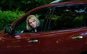 《阿公当家》剧照,图为邬玛舒曼,她在片中是3个孩子的妈。