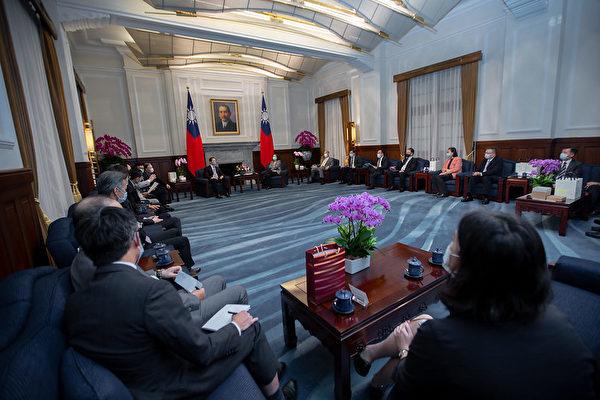 蔡英文:讓台灣半導體業續做全球業界領頭羊