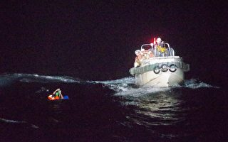 運牛船在驚濤中翻覆 兩澳人等40餘人失蹤