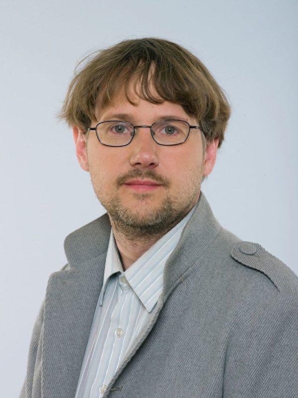 瑞典議員尼古拉斯·馬爾姆伯格(Niclas Malmberg)(明慧網)