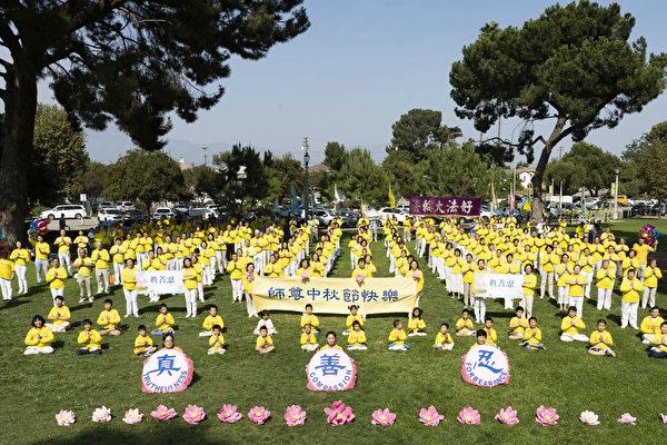 洛杉矶法轮功学员向李洪志师父恭贺中秋