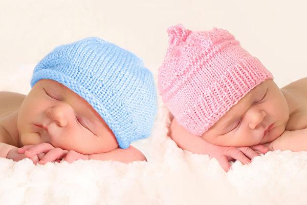 美國產婦不知懷雙胞胎 二寶出生時表情亮了