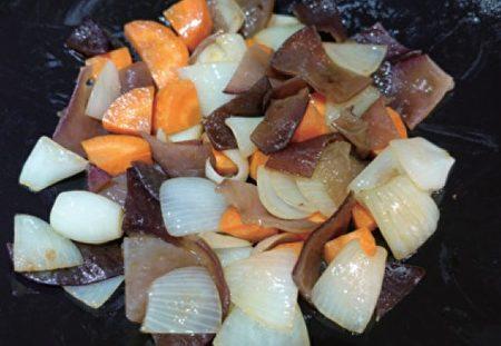 紅蘿蔔,黑木耳