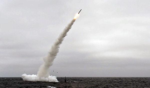 2018年6月27日,洛杉磯級潛艇安納波利斯號(SSN 760)在南加州沿海發射了戰斧陸地攻擊導彈(TLAM)。(Mass Communication Specialist 1st Class Ronald Gutridge/美國海軍)