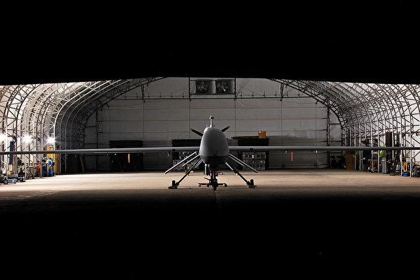 一架MQ-1C(Gray Eagle)無人機在機庫中。(Sgt. Travis Zielinski, 1st ACB, 1st Cav. Div., USD-C/美國陸軍)