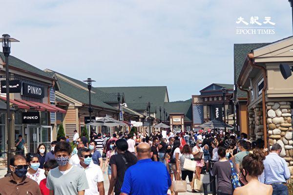 紐約上州購物中心勞工節排長龍「人們回來了」