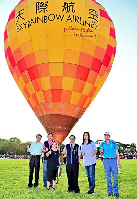 臺中石岡熱氣球嘉年華活動於日前在土牛運動公園舉辦,估計已吸引超過10萬人參加,成功行銷台中。