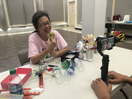 FASCA学员听从老师的一步步讲解,制作手工牛轧糖。