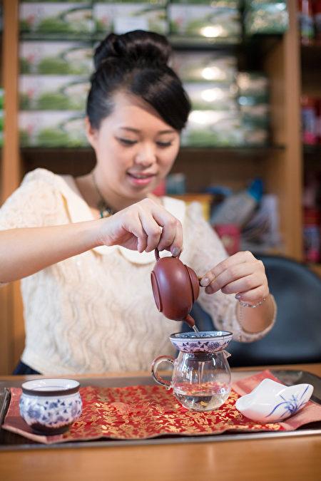 大葉大學造藝系校友洪鈺雯希望用藝術為茶葉開展新方向。