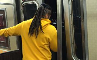 地鐵門行駛途中會打開 乘客應遠離車門