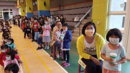 龜山區長庚國小一日教師體驗活動學生的奉茶及為溫馨。