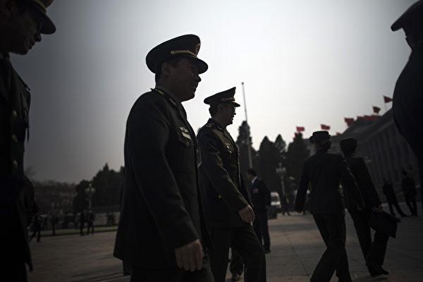 上海警察給法輪功學員採血「是國家規定」