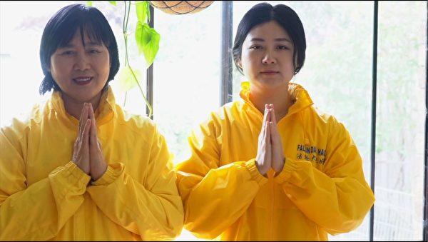 墨爾本法輪功學員李銀(左)和女兒Amelia Yang祝願李洪志師父中秋快樂。(影片截圖/本人提供)