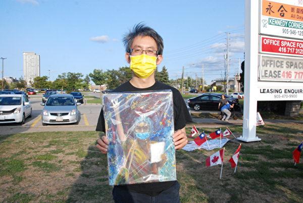 9月13日下午,畫家Ricker 說:「堅持抗爭,爭取國際社會的支持,直到最後勝利。」(伊鈴/大紀元)