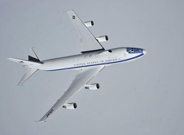 美軍的E-4B飛機可承受核爆的衝擊,能在核戰發生時作為美國總統的臨時指揮所。圖為2014年4月10日,美軍一架E-4B飛機飛行於加拿大太平洋海岸上空。(Mary O'Dell/U.S. Air Force)