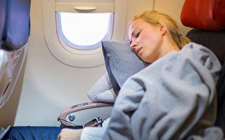 为何在飞机起飞和降落时 乘客不应该睡觉?
