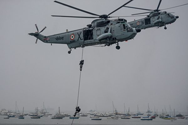 圖為在孟買演訓的印度海軍陸戰隊突擊隊。(PUNIT PARANJPE/AFP via Getty Images)