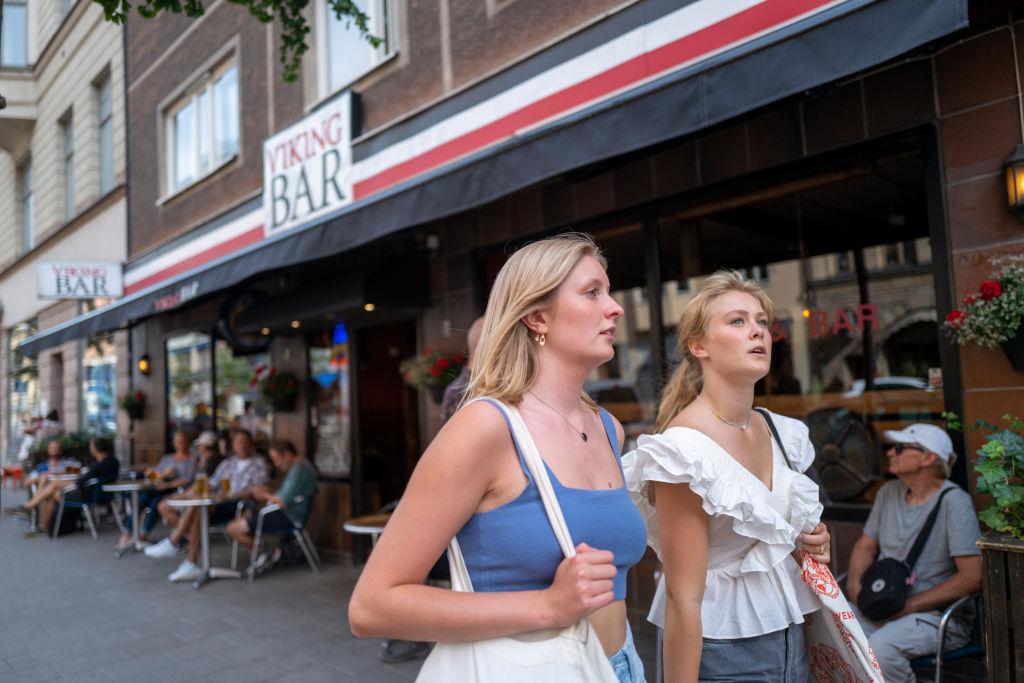 拒絕跟風搞封鎖 瑞典感染中共病毒人數創新低