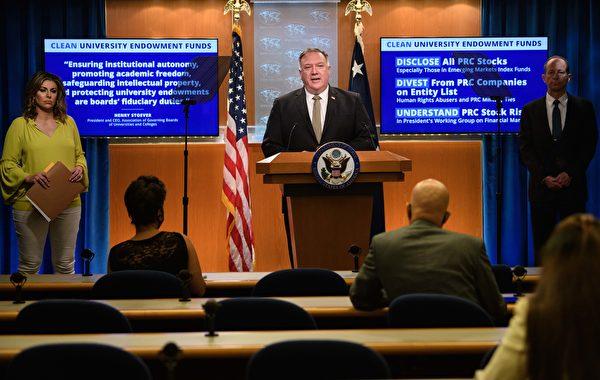 9月2日上午10:00,美國國務卿蓬佩奧(Mike Pompeo)舉行新聞發佈會。(NICHOLAS KAMM/POOL/AFP via Getty Images)