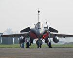 飆風戰機中印邊境訓練 印金箭中隊將增女飛官