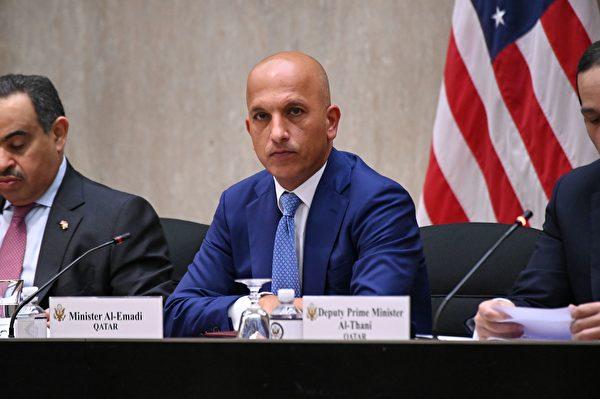 2020年9月14日,美國華盛頓特區,卡塔爾財政部長阿里・謝里夫・阿爾・阿馬迪(Ali Sharif Al Emadi,中)出席美國國務院舉行的第三屆美國與卡塔爾戰略對話年會。(ERIN SCOTT/POOL/AFP via Getty Images)