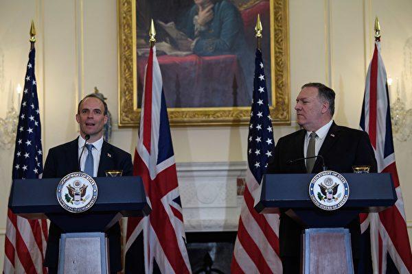 2020年9月16日,蓬佩奧與英國外交大臣舉行聯合新聞發佈會。(NICHOLAS KAMM/POOL/AFP via Getty Images)