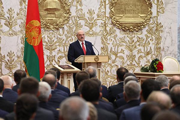 组图:白俄总统秘密就职 民众抗议遭水炮驱离