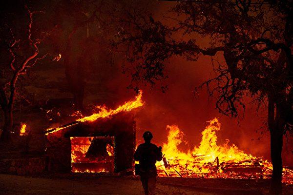 組圖:加州兩起新野火 一天燒毀近萬英畝