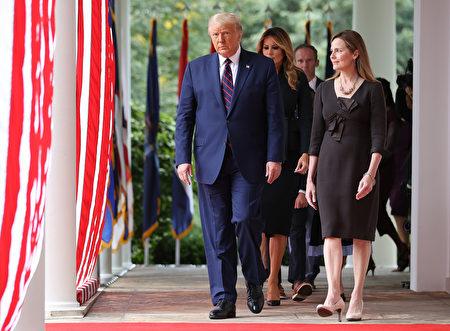 9月26日,特朗普宣佈,選擇巴雷特作為下一任最高法院法官提名人。( Chip Somodevilla/Getty Images)