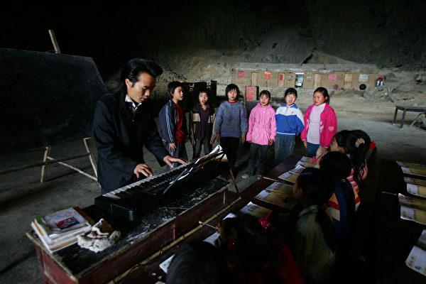 貴州一縣欠教師薪資近5億 貪教育經費逾3億