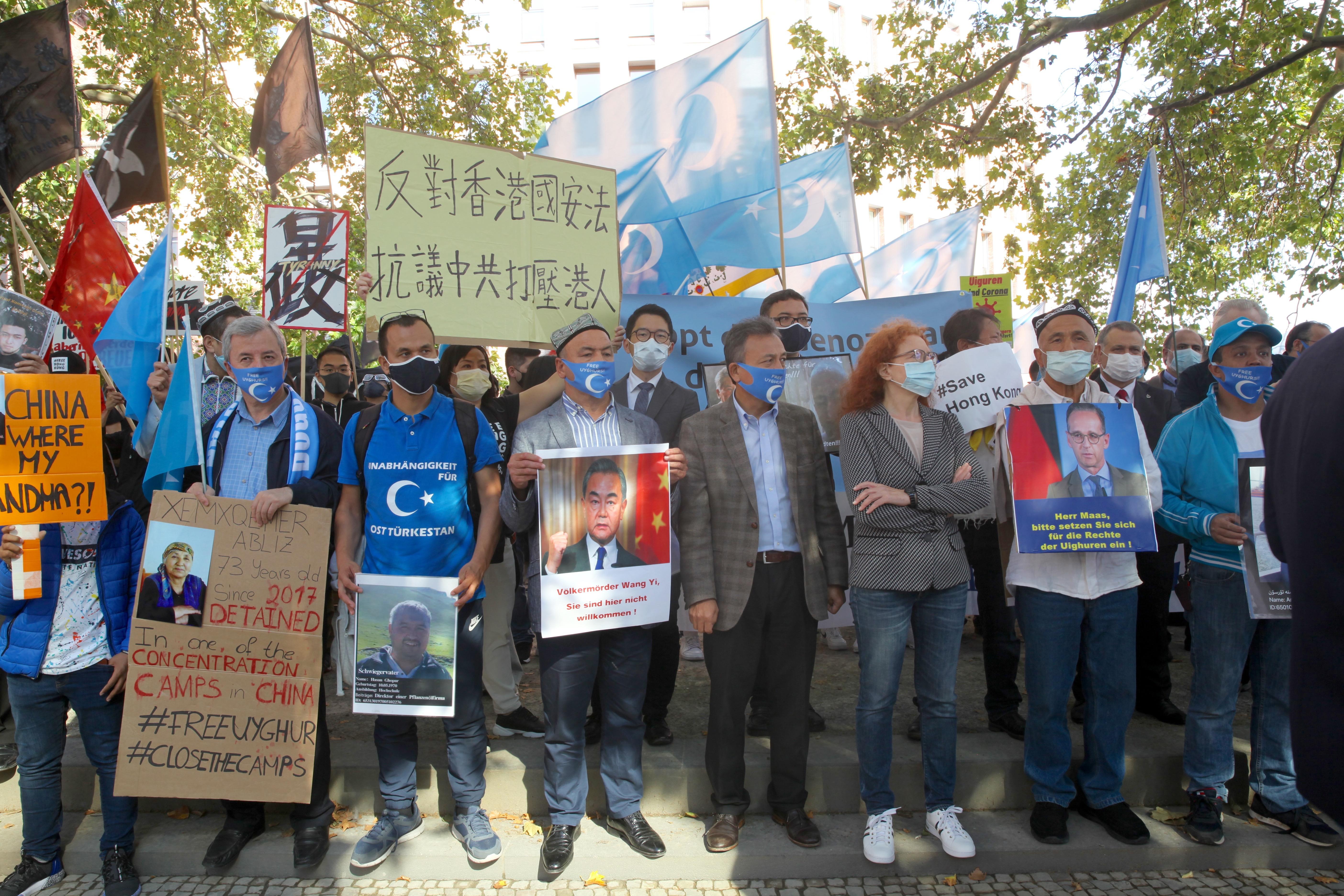 王毅訪德 德國議員和異議團體外交部前抗議
