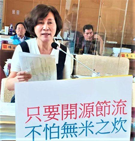 """议员黄馨慧呼吁市府,18万张儿童卡也是市民纳税钱,市府""""开源节流""""更重要。"""