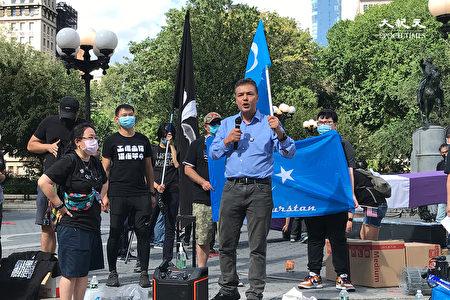 維族人Tahir Imin在現場聲援港人爭取民主自由,曝光中共暴行,呼籲國際看清中ˋ共。