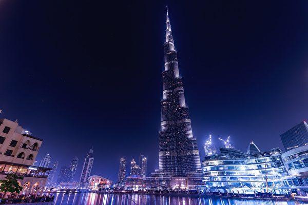 网红夫妇砸大钱 在世界最高楼公布宝宝性别