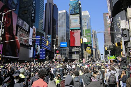 9月19日,約有300多名「黑人命也是命」(BLM)支持者在時代廣場抗議。
